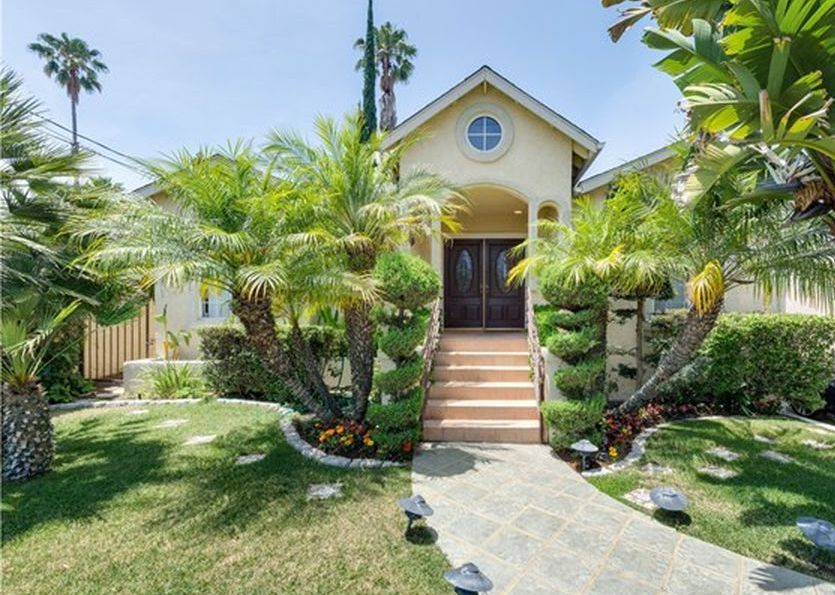 Property in Tarzana - CA